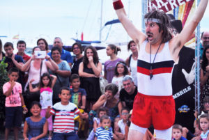 Venerdì 19 luglio quarta giornata del Gallura Buskers festival, tra acrobazie impossibili, risate, blues, arte circense, magia e tanta poesia.