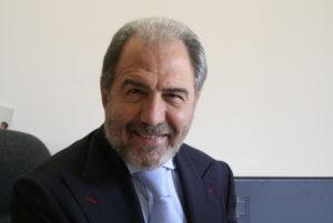 Tappa aCalasettaquesta sera,con Antonio Caprarica, per il festival letterarioLiberevento, organizzato dall'associazione culturaleContramilonga.