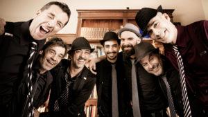 EstaTheatrOn 2019, a Sassari la musica e l'ironia dell'Armeria dei Briganti.