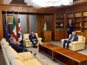 Il presidente del Consiglio regionale Michele Pais ha ricevuto in visita ufficiale ildelegato della Generalitat de Catalunya in Italia.