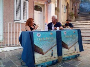 """Dal 18 luglio al 9 agosto tra i vicoli e i caruggi di Carloforte, si terrà a quarta edizione della rassegna letteraria """"L'Isola dei libri""""."""