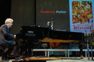 """Grande successo per la rassegna """"…conta la musica"""", a Santa Teresa Gallura, che ha visto protagonista la grande musica degli Avion Travel e del maestroNicola Piovani."""