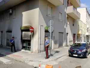 I carabinieri di Cagliari indagano su un attentato incendiario compiuto la notte scorsa ai danni di una macelleria di via Trincea dei Razzi, a Cagliari.