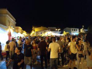 """Il centro di San Giovanni Suergiu si è """"acceso"""" questa sera per la terza edizione dell'International Street Food."""