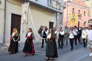 La processione di sant isidoro santu gloriosu di teulada for All origine arredi autentici