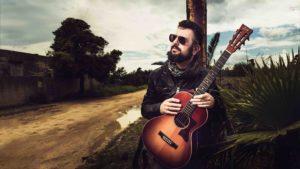 """Stasera il concerto del bluesman Francesco Piu, al festival """"Musiche sulle cbocche"""", a Castelsardo, è stato spostato nella Terrazza della Sala XI."""
