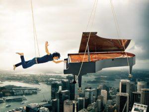 """Volge al termine il 21° Festival Dromos, sabato 24 lo spettacolo """"Dalla Luna ai Menhir"""", sabato 31 agosto Giovanni Allevi con il suo """"Piano solo tour""""."""