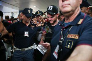 Nuovo bagno di folla all'aeroporto di Elmas all'arrivo del nazionale uruguayano Nahitan Michel Nández Acosta. Sta nascendo un grande Cagliari!