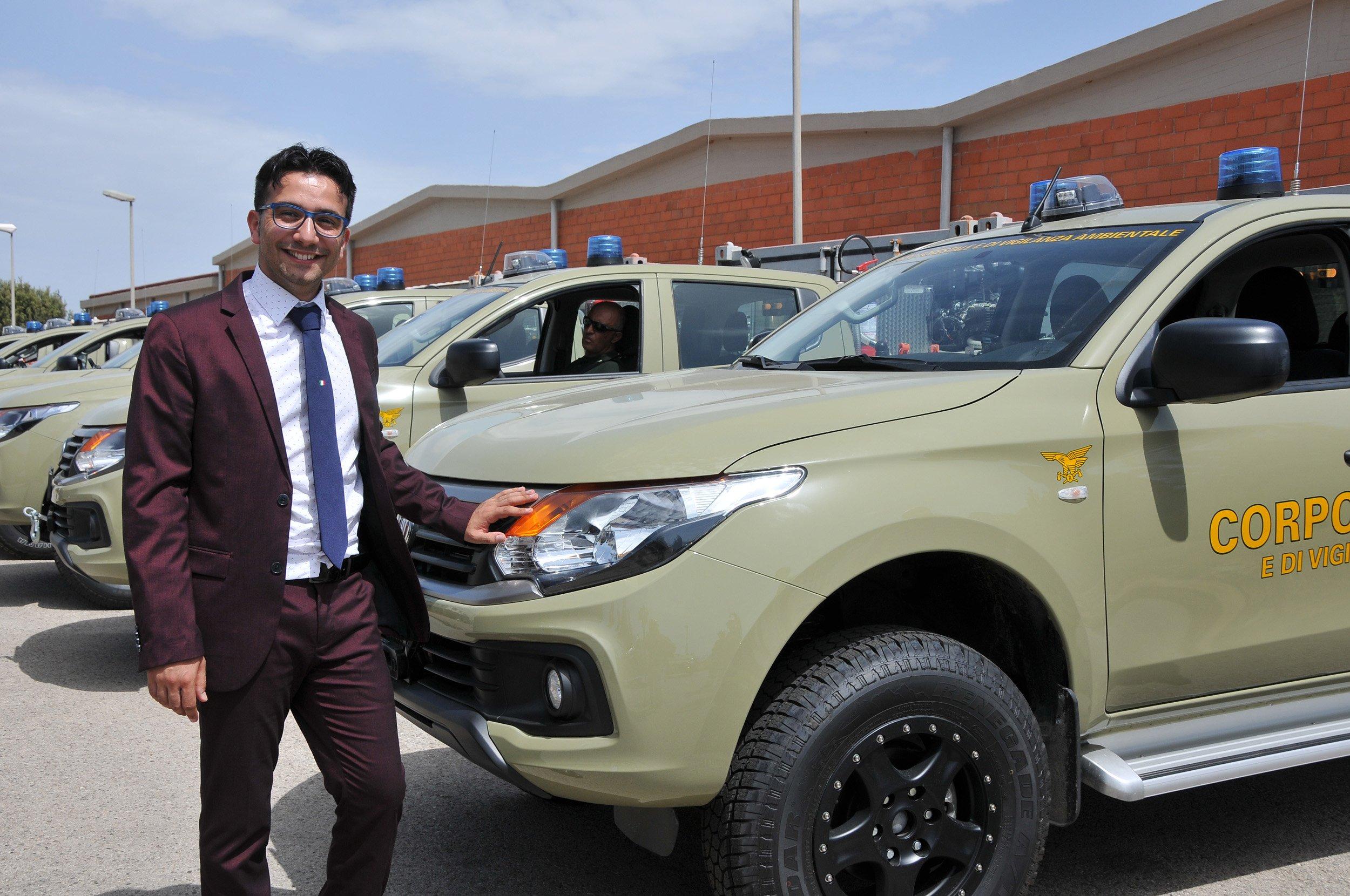 L'assessore regionale dell'Ambiente Gianni Lampis ha consegnato 24 nuovi mezzi al Corpo Forestale per il rinnovo dell'Autoparco.