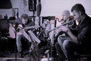 Domenica sera, a Nuoro, il trio di Marcello Peghin, Giovanni Sanna Passino e Paolo Carta Mantiglia in concerto alla chiesetta campestre di Nostra Signora di Valverde.