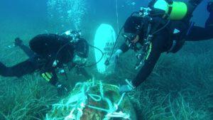 I palombari del Comsubin hanno ripristinato la sicurezza della navigazione di fronte alla costa di Cagliari, neutralizzando una mina subacquea che conteneva 300 kg di esplosivo.