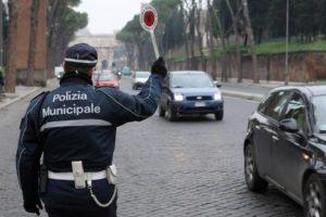 Al via il concorso pubblico, per titoli ed esami, per la copertura di sessantuno posti di agente di polizia municipale presso i comuni di Pozzuoli e di Latina.