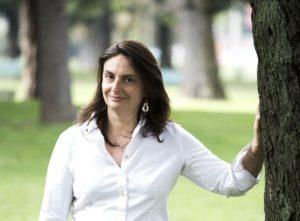"""Sabato, a Carloforte, per """"L'Isola dei libri"""", incontro con la giornalista Emanuela Rosa Clot che parlerà del suo libro su Pia Pera."""