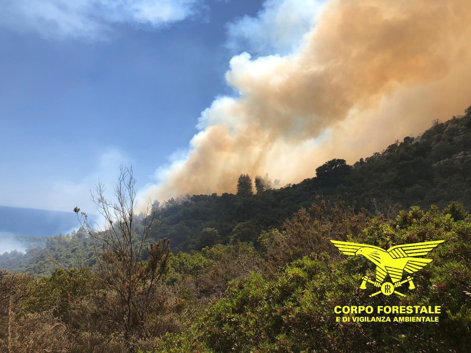Ferragosto di fuoco in tutta la Sardegna.