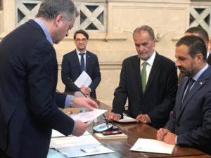 La Sardegna ha depositato questa mattina, a Roma, in Corte di Cassazione, il quesito referendario che chiede di abrogare la quota proporzionale del sistema elettorale della Camera dei Deputati e del Senato.