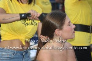 """Un appuntamento importante quello a cui lunedì 2 settembre hanno partecipato in tantissimi, in piazza Municipio, a Iglesias: """"Un angelo per capello""""."""
