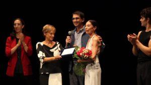 Premio alla carriera a Luciana Savignano, dopo un emozionante Bolero sul palco del Teatro Verdi di Sassari.