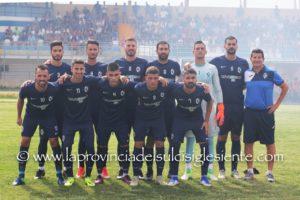 Il Carbonia ha espugnato Gavoi con un goal di Luigi Pinna, Nuorese-Ferrini è terminata 0 a 0, ora la prima inseguitrice è a tre lunghezze.