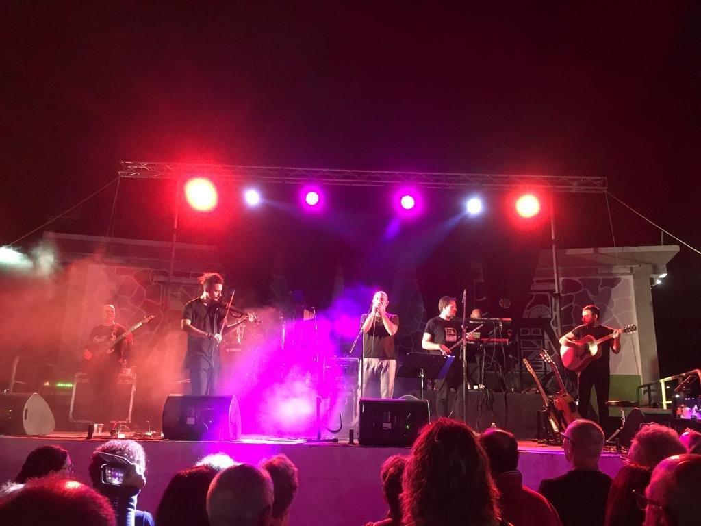 I tributi musicali a Fabrizio De Andrè ed Andrea Parodi hanno suggellato la festa patronale della Beata Vergine Addolorata, a Carbonia.