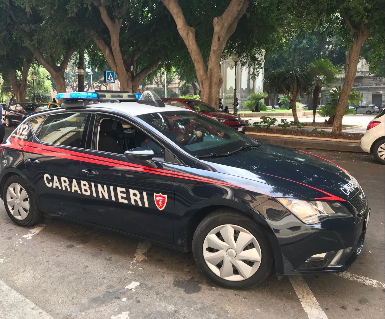I carabinieri di Cagliari hanno arrestato un 17enne algerino per resistenza a pubblico ufficiale e furto aggravato di uno scooter.