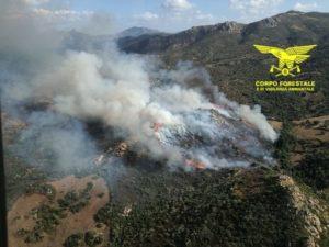 Oggi un solo incendio ha richiesto l'intervento del mezzo aereo del Corpo forestale.