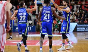Dopo il trionfo in SuperCoppa Italiana, grande inizio di campionato per la Dinamo, vittoriosa con largo margine all'Enerxenia Arena di Varese.