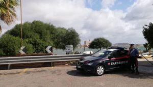 Tre cagliaritani (due uomini e una donna) sono stati arrestati dai carabinieri di Cagliari, sorpresi a consumare un rapporto sessuale davanti alla figlia minore (7 anni) della donna, al Villaggio dei pescatori di Giorgino.