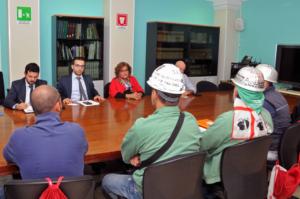 Stamane gli assessori regionali Gianni Lampis e Mario Nieddu hanno assicurato ai lavoratori Eurallumina che prosegue l'iter amministrativo per la ripresa produttiva.