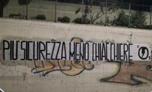 """Il Blocco Studentesco ha affisso uno striscione recante la scritta """"Più sicurezza, meno chiacchiere"""" per porre attenzione sul grave problema della mancanza di sicurezza all'istituto alberghiero Azuni di Cagliari."""