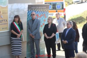 Ieri mattina, nel piazzale antistante l'ex tribunale di Carbonia, è stato inaugurato il manifesto ceramico dedicato ai vent'anni di attività di Sardegna Solidale.