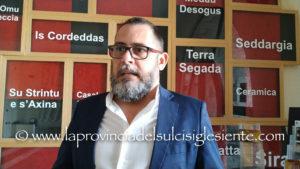 Manolo Cossu (ex capogruppo M5S nel Consiglio comunale di Carbonia): «Lo sfacelo è sotto gli occhi di tutti, ci sono solo alcune persone che continuano a non vedere questo sfacelo!».
