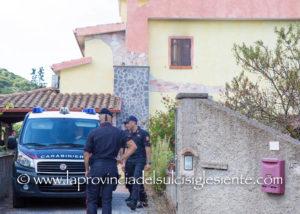 Nuovo sopralluogo questa mattina a Medadeddu (Carbonia), nella villetta dove il 2 agosto 2017 perse la vita Anna Maria Merola, vittima di un'asfissia a causa del violento incendio che avvolse l'abitazione.