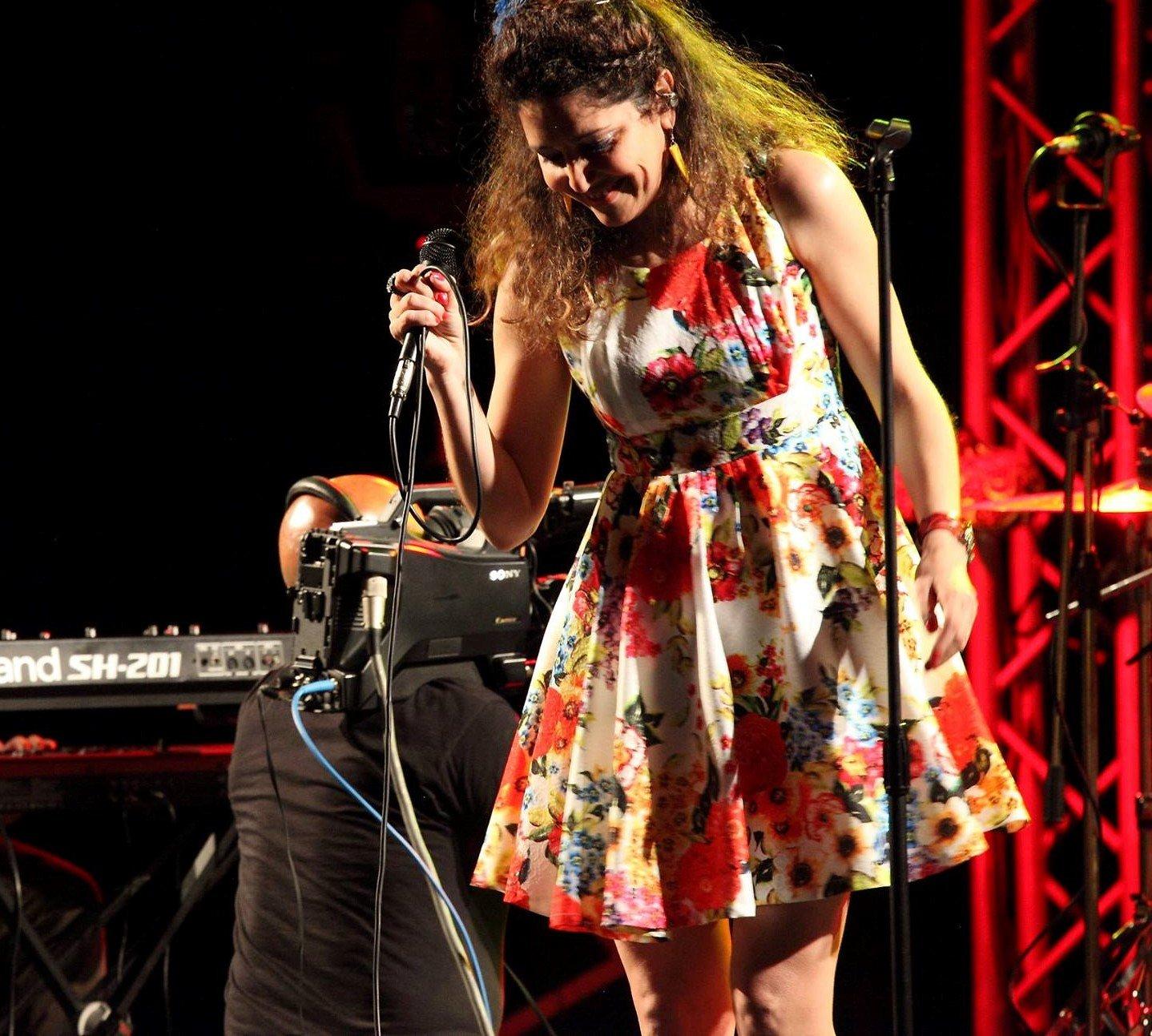 """Mercoledì 23 ottobre, a Cagliari, lo spettacolo """"A cena con l'artista"""", con Annabelle Rodriguez."""
