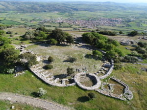 """Nuova campagna di scavi presso il Santuario Nuragico di Santa Vittoria di Serri, nel """"Recinto delle feste""""."""