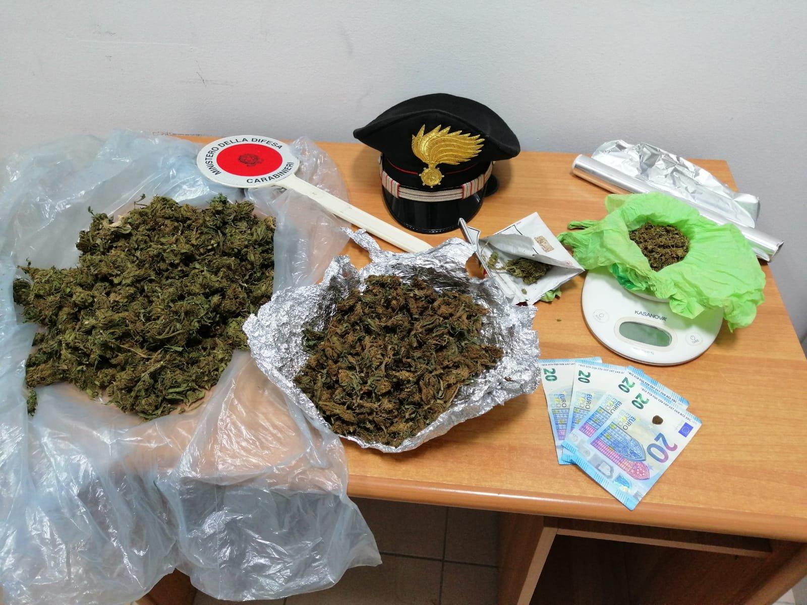 Un 28enne originario della Guinea è stato arrestato dai carabinieri di Selargius che lo hanno trovato in possesso di due bustoni di droga nella propria abitazione.