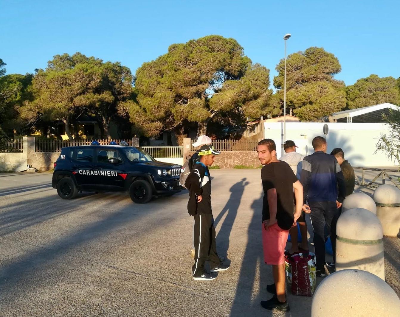 15 migranti algerini sono stati intercettati la notte scorsa dalla Capitaneria di porto di Sant'Antioco al largo di Cala Piombo e sono stati fatti sbarcare al porto di Sant'Antioco.