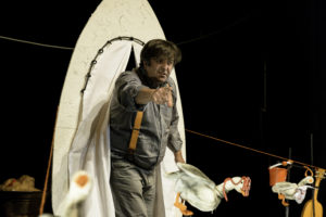 """La rassegna Teatro ragazzi porta in scena a Pula, giovedì mattina, alle 10.30, al Teatro Maria Carta, lo spettacolo """"I brutti anatroccoli""""."""