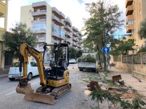 Questa mattina sono iniziati, a Carbonia, gli interventi di ripristino e sistemazione dei marciapiedi situati lungo la via Marche.