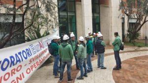 E' proseguita senza sosta anche ieri ed oggi la mobilitazione dei lavoratori dell'Eurallumina davanti all'assessorato della Difesa dell'Ambiente, in via Roma, a Cagliari.