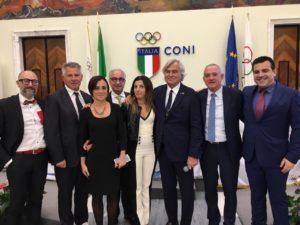 Il presidente del CONI, Giovanni Malagò, ha premiato l'assessore dello Sport del comune di Carbonia, con la ciotola per la benemerenza dello sport.
