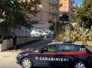 Si è costituito dai carabinieri, a Cagliari, l'uomo che la notte scorsa ha investito un motociclista 29enne che, a seguito dell'urto, è morto sul colpo.