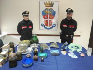 I carabinieri di Villacidro e Gonnosfanadiga hanno arrestato un disoccupato 44enne ed un pensionato 67enne, di Villacidro, per il reato di detenzione di sostanze stupefacenti.