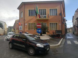 I carabinieri della Compagnia di Iglesias hanno bloccato una donna di Decimoputzu resasi responsabile del danneggiamento della sede del Municipio, poi sottoposta a T.S.O.