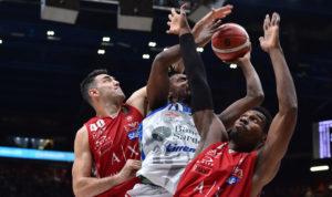 L'Olimpia Milano ha superato una grande Dinamo Banco di Sardegna 90 a 78, al termine di un incontro per oltre 3/4 molto equilibrato.
