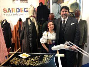 Il governatore Christian Solinas alla fiera di Rho: «La tradizione e la cultura della Sardegna si concretizzano attraverso i manufatti delle nostre produzioni artigianali che devono essere promosse nel mondo».