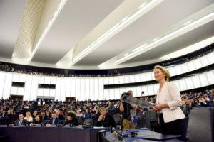 A mezzogiorno, il Parlamento europeo ha eletto la nuova Commissione di Ursula von der Leyen,con 461 voti favorevoli, 157 contrari, 89 astensioni.