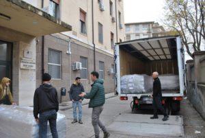 Ha preso il via ieri la consegna dei nuovi 87 letti a movimentazione elettrica nei presidi Santissima Annunziata, Stecche bianche e Materno infantile dell'AOU di Sassari.