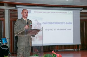 """Il generale Francesco Olla ha presentato questa mattina, a Cagliari, il CalendEsercito 2020 intitolato """"Soldati""""."""