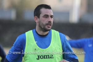 """Primo allenamento, questo pomeriggio, allo stadio Comunale """"Carlo Zoboli"""", per Giuseppe Meloni, il nuovo bomber del Carbonia."""