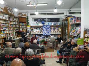 """La Libreria Cossu, a Carbonia,ha ospitato sabato 7 dicembre un incontro con l'autore Vindice Lecis per la presentazione del suo ultimo libro """"Il visitatore"""", edito da Nutrimenti."""